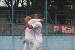 Kanu comemorando o gol marcado